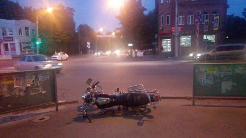 В Шахтах мотоциклист столкнулся с автомобилем ВАЗ