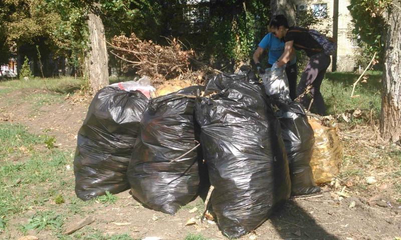 Субботник проведен в поселке ХБК г.Шахты по инициативе жителей