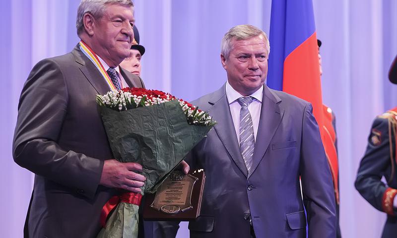 Василий Голубев вручил дипломы и знаки новым почетным гражданам Ростовской области