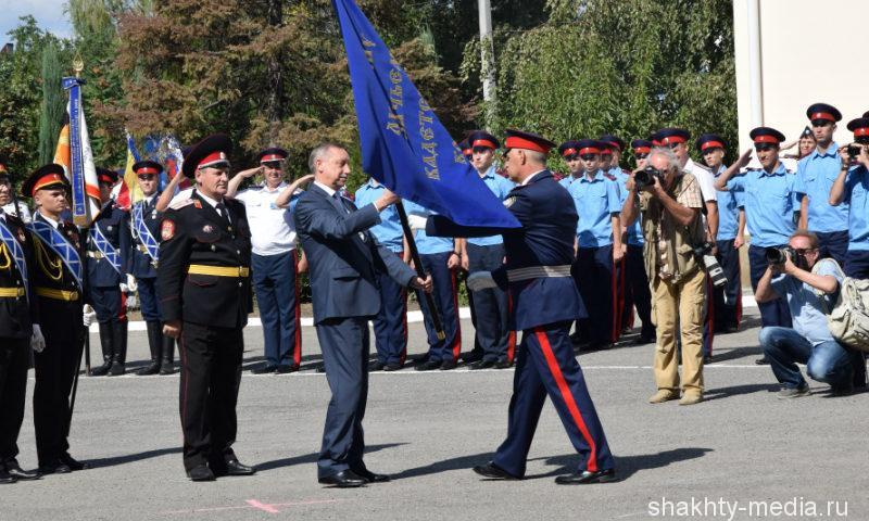 Переходящее знамя Президента РФ было вручено Шахтинскому казачьему кадетскому корпусу