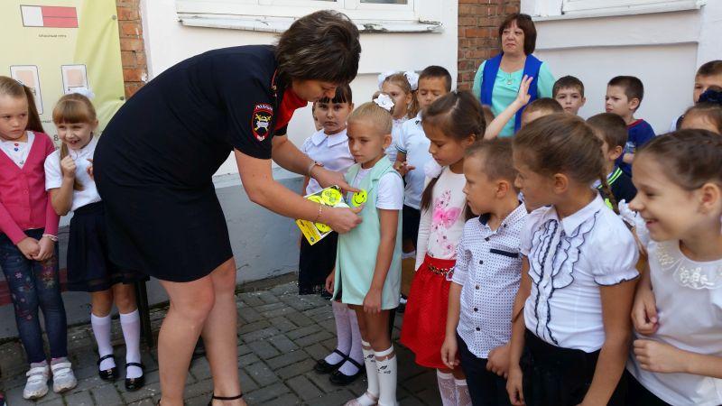 Посвящение первоклассников в пешеходы прошло в школе № 37