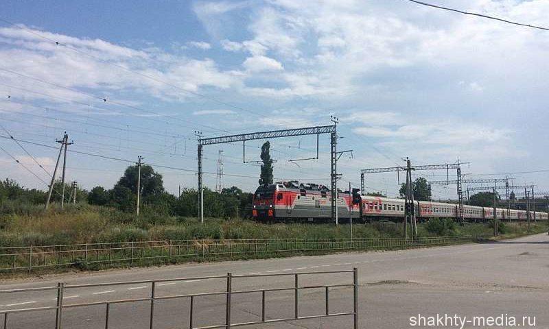 В Ростовской области рядом с железнодорожными путями нашли тело пенсионерки