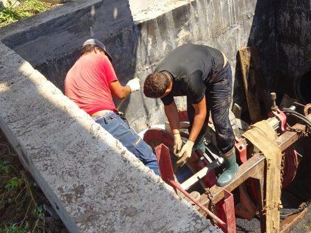 В Шахтах ведутся аварийно-ремонтные работы на водоводе