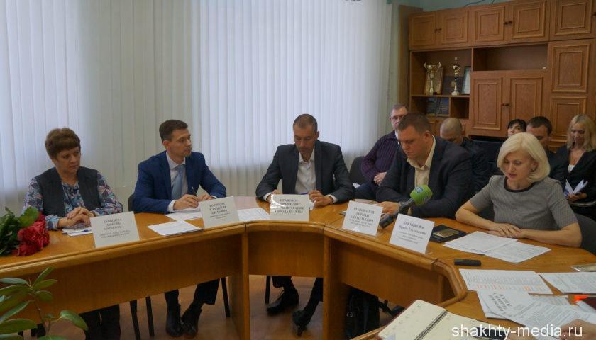 23484  рублей составила среднемесячная зарплата в г.Шахты по итогам полугодия