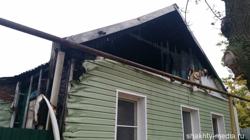 В Шахтах в поселке Петровка сегодня утром горел дом