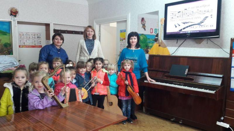 В клубе им.Л.Красина прошел музыкальный час «Веселые нотки»
