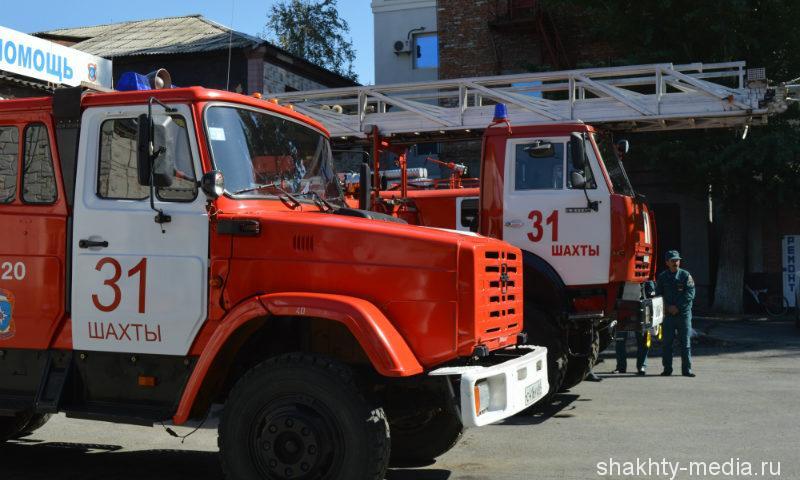 В Шахтах сгорело бесхозное здание