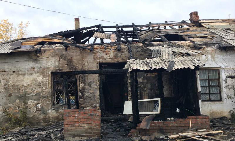 В Шахтах  на улице 8 Марта сгорел жилой барак