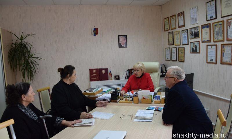 Директор департамента здравоохранения г.Шахты провела прием граждан совместно с представителем общественности