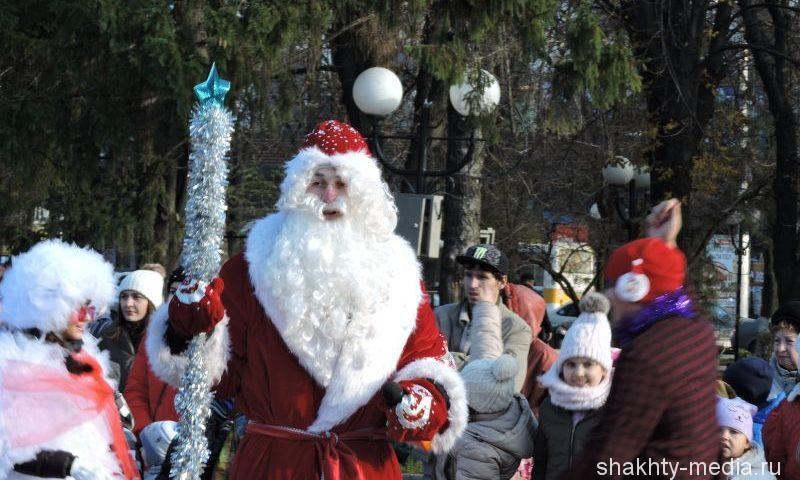 Участники забега Дедов Морозов в Шахтах получат призы