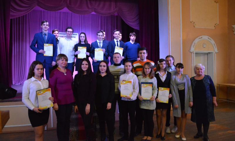Шахтинские старшеклассники провели за круглым столом диалог с историей