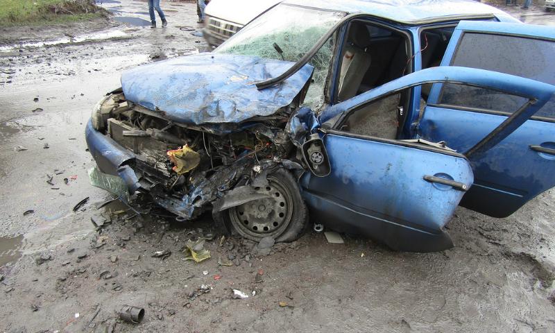 В г. Шахты водитель иномарки умер за рулем и протаранил АЗС