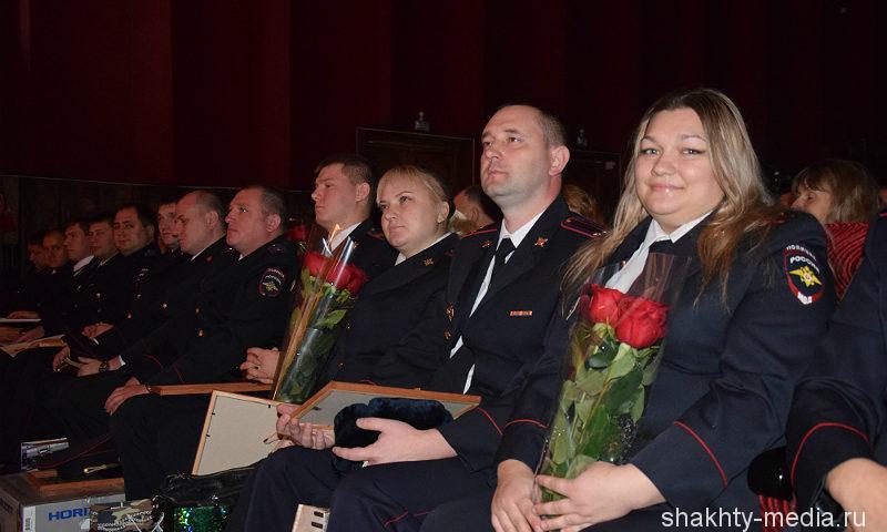 В Шахтах поздравили сотрудников органов внутренних дел РФ
