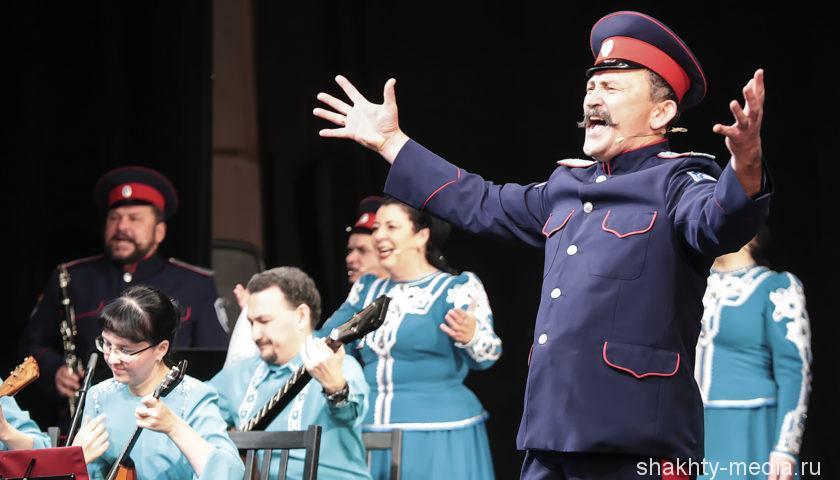 Губернатор Ростовской области побывал на юбилейном концерте ансамбля  «Православный Дон»