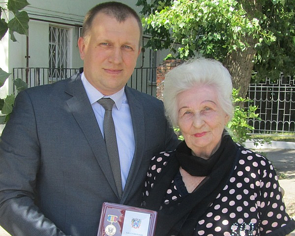Ветеран Великой Отечественной войны Татьяна Бабинян награждена знаком «80 лет Ростовской области»