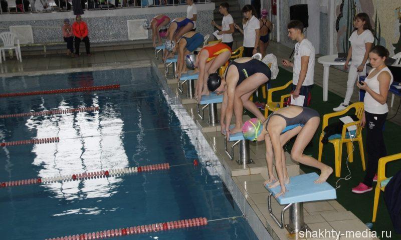 147 спортсменов  приняли участие в первенстве города Шахты по плаванию