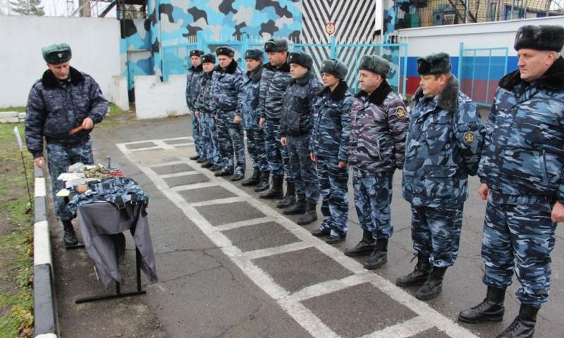 С сотрудниками отделов охраны исправительных учреждений Ростовской области провели учебные сборы