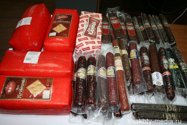 В Шахтах уничтожили около 90 кг санкционных сыра и колбасы