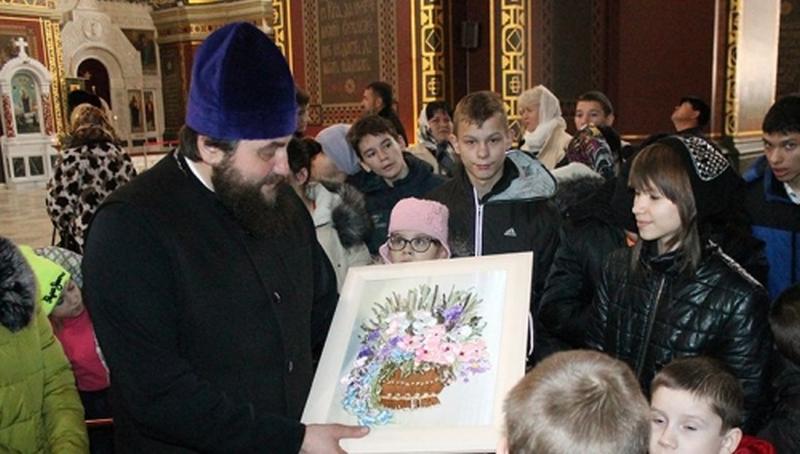 Воспитанники областного РЦ «Добродея» побывали на экскурсии в Патриаршем Вознесенском соборе