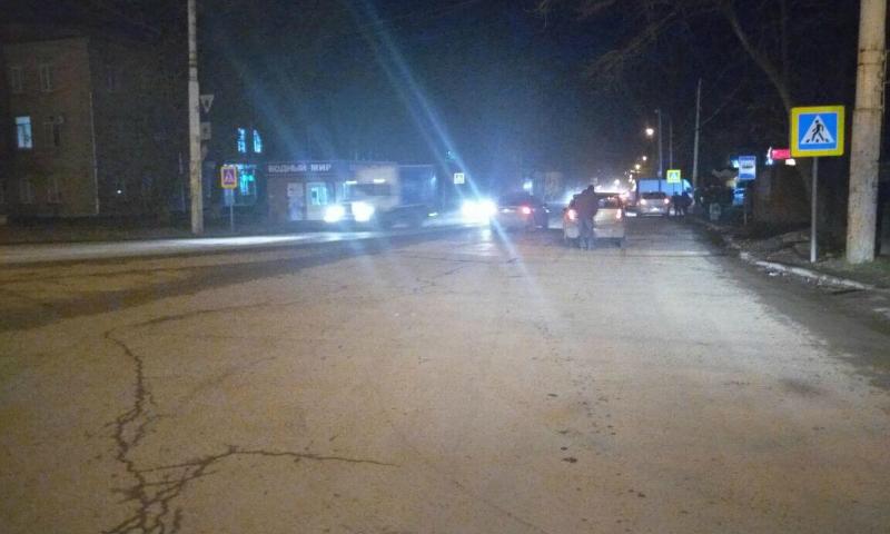 В Новочеркасске ВАЗ переехал спящего на дороге мужчину