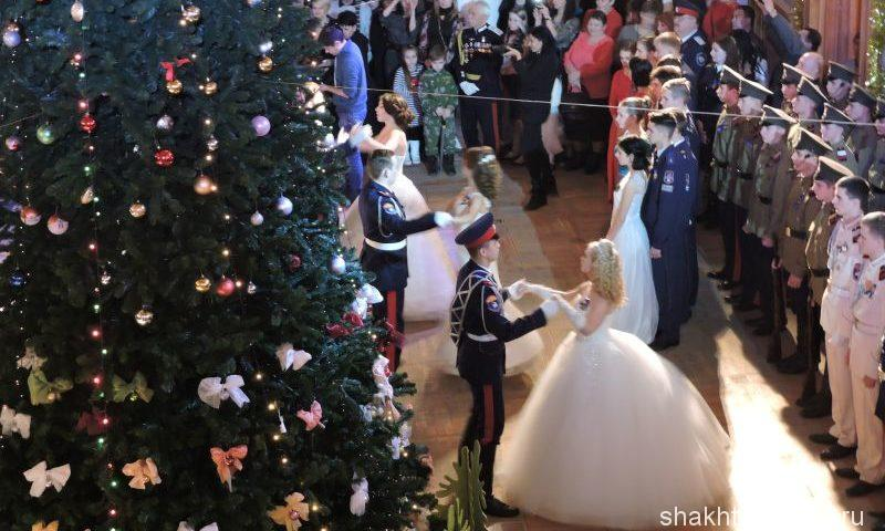 Юбилейный кадетский бал прошел в шахтинском драматическом театре