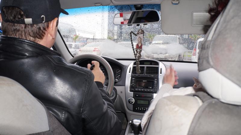 В Шахтах с 1 января  такси будут только белого или желтого  цвета
