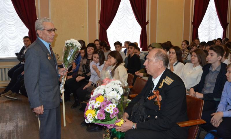 В ГДДТ г. Шахты прошел Урок мужества, посвященный Дню неизвестного солдата