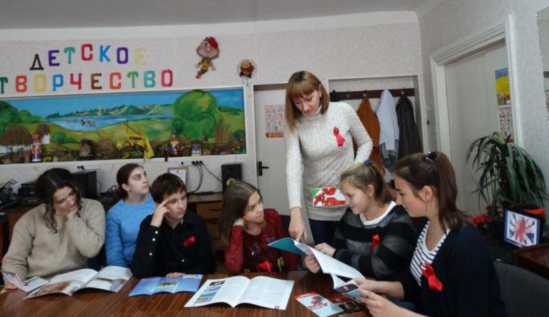 В клубе Красина ученикам школы №27  рассказали о риске заражения   ВИЧ/СПИД