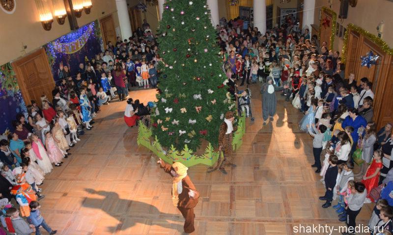 Шахтинцев приглашают на рождественские елки