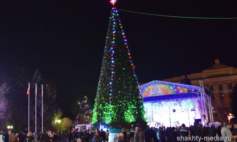 В Шахтах открыли главную Новогоднюю елку