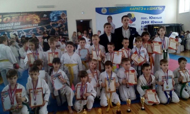В Шахтах прошли соревнования «Новогодний турнир по каратэ»