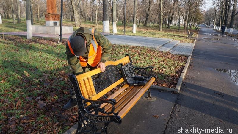 Сломанные лавочки в Александровском парке восстановлены