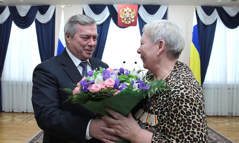Губернатор Ростовской области Василий Голубев вручил награды Героям Отечества