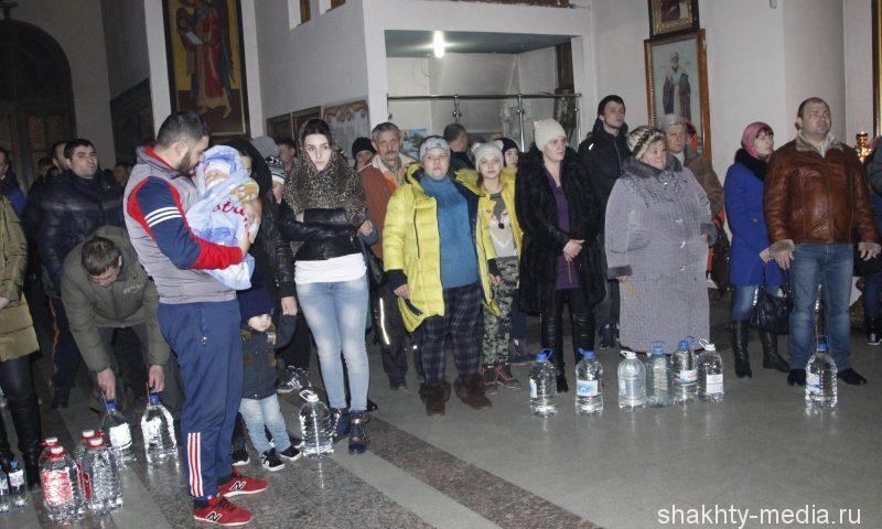 Расписание богослужений и график освящения воды в Покровском кафедральном соборе 18 и 19 января
