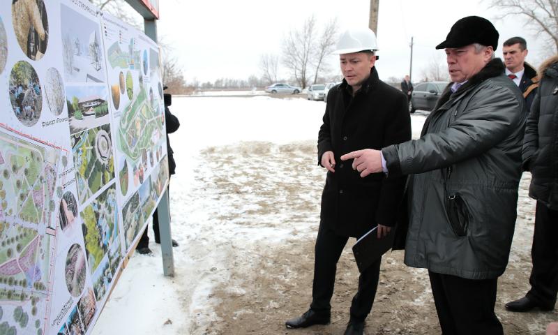 В новом парке станицы Старочеркасская высажены деревья и разбиты дорожки
