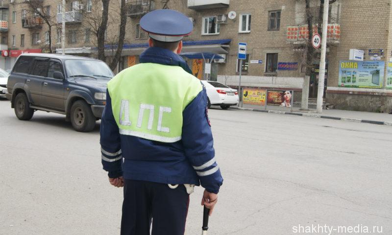В Шахтах в центре города угнан серо-голубой «Шевроле Ланос»