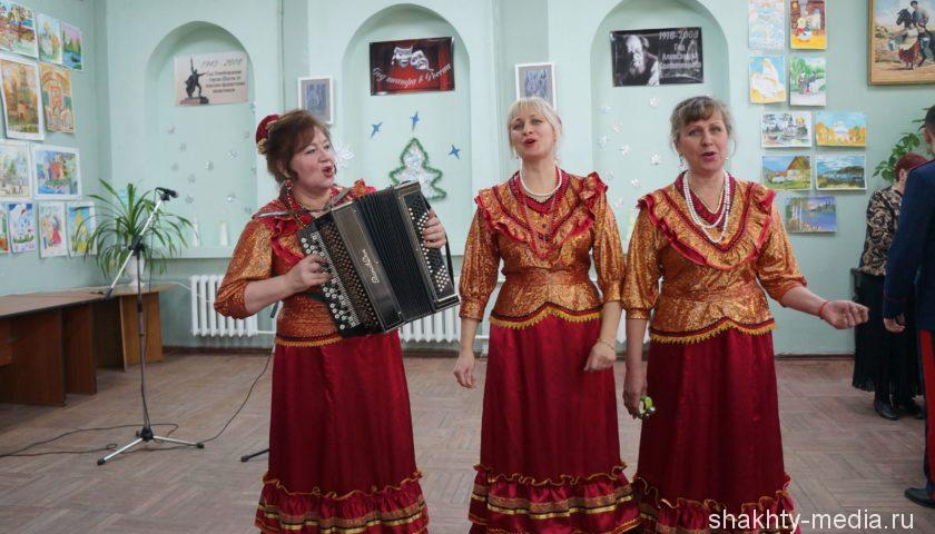 Шахтинцы встретили Старый Новый год казачьими песнями