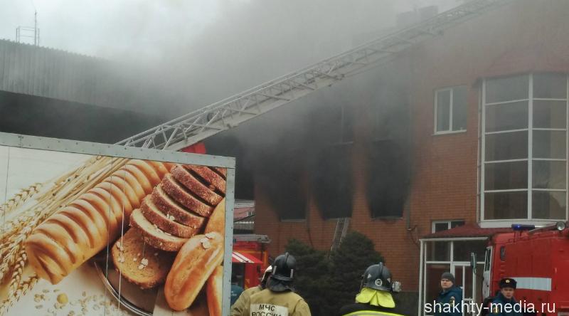В Шахтах огонь в загоревшейся пекарне ликвидирован
