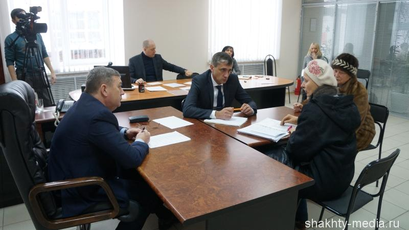 Десять человек записались на прием к главе администрации г.Шахты