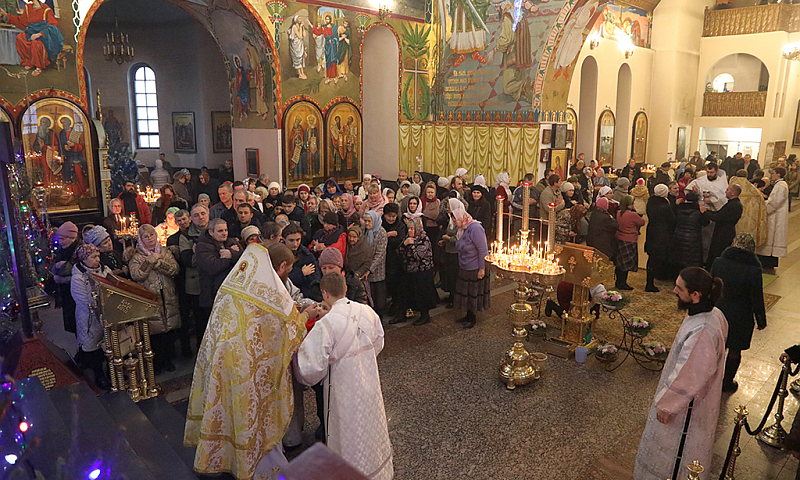 Преосвященнейший епископ Симон совершил богослужение в соборе г.Шахты