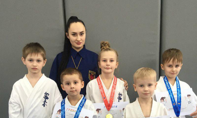 Шахтинские юные каратисты приняли участие в соревнованиях «Новичок»