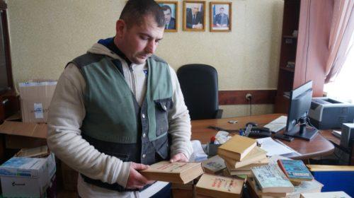 """Редакция газеты """"Шахтинские известия"""" передала книги для осужденных ИК-9"""