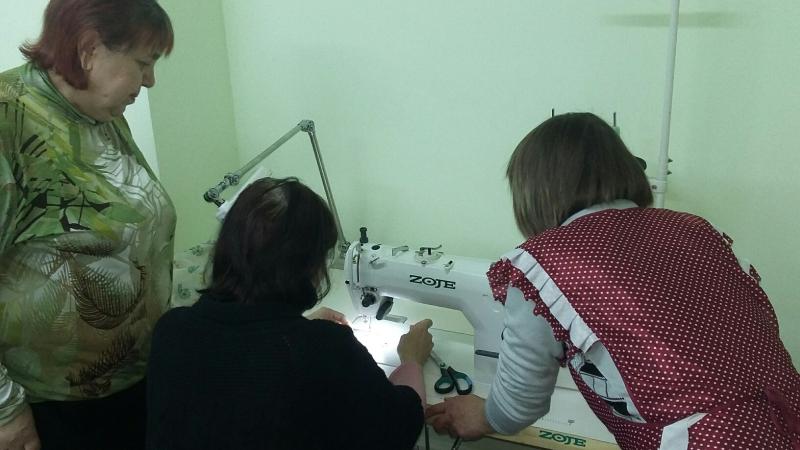 Подопечные Кризисного центра «Дом для мамы» обучаются швейному мастерству в новой мастерской