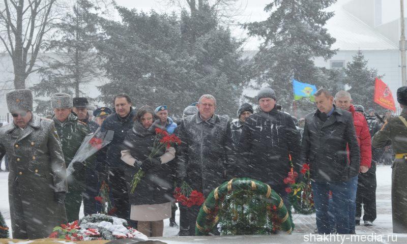 Шахтинцы почтили память солдат, погибших в Великой Отечественной войне (ФОТО, ВИДЕО)