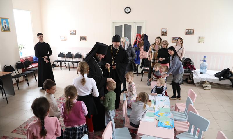 Епископ Шахтинский и Миллеровский Симон посетил епархиальный Кризисный центр помощи семьям