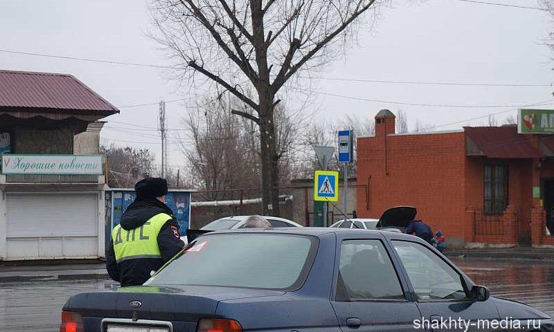 Шахтинским водителям теперь нужно иметь с собой светоотражающий жилет