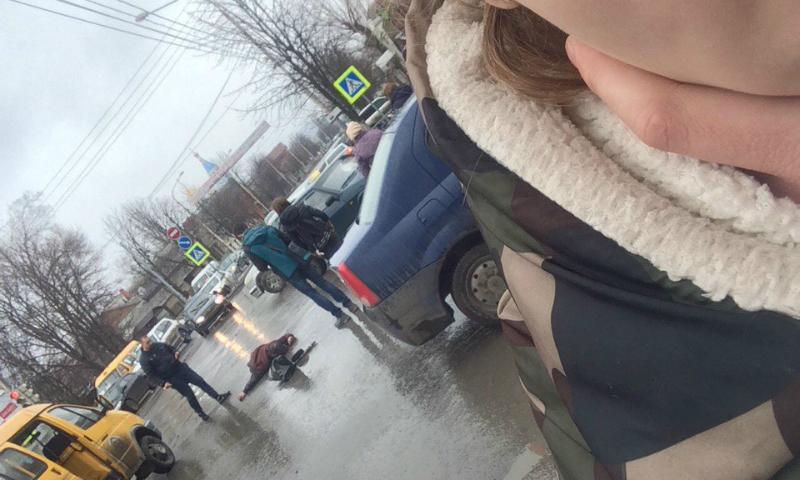 В Шахтах на перекрестке улицы Советская и переулка Комиссаровкий насмерть сбит пешеход