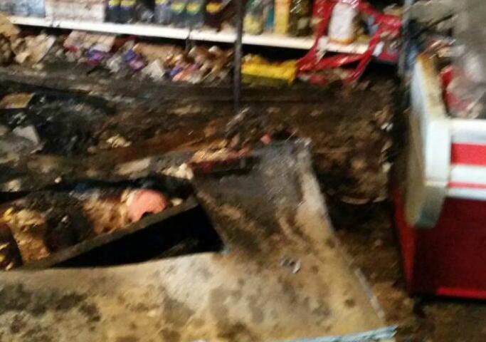 В Шахтах в пожаре пострадал продуктовый магазин