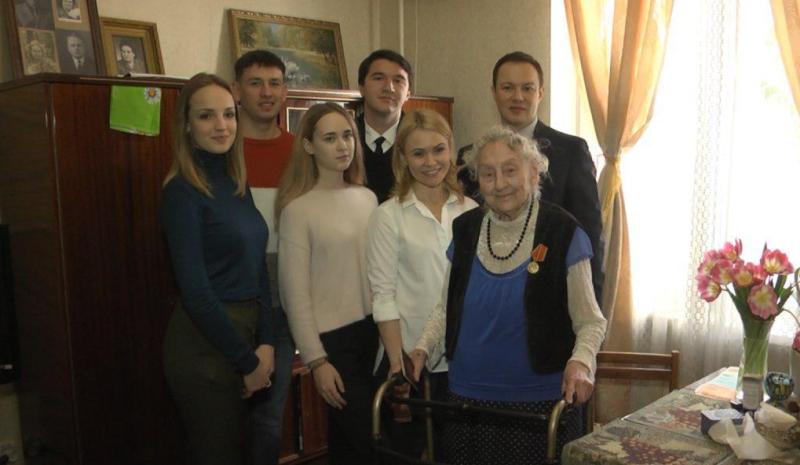 Леонид Шафиров поздравил 100-летних жителей донской столицы