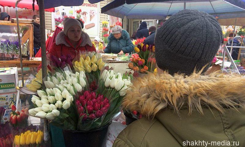 Цветочный базар работает в Шахтах и в весенний праздник